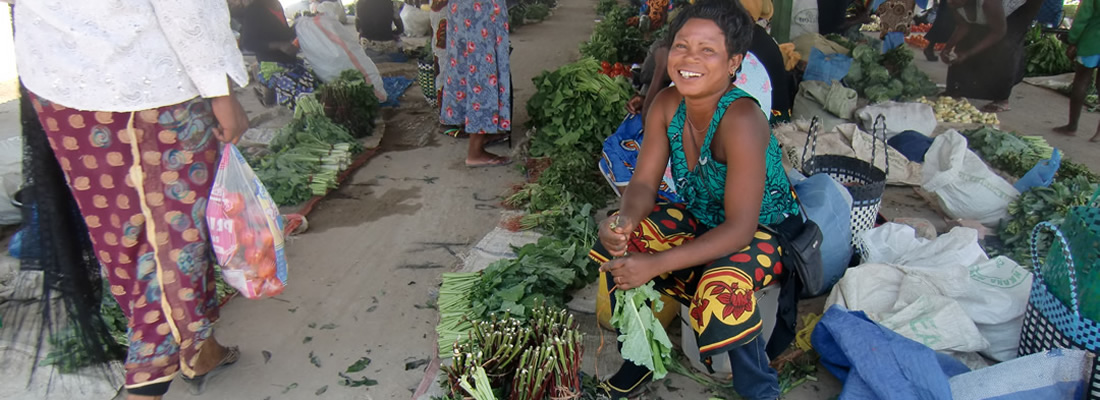 Selling veg at Chilemba market